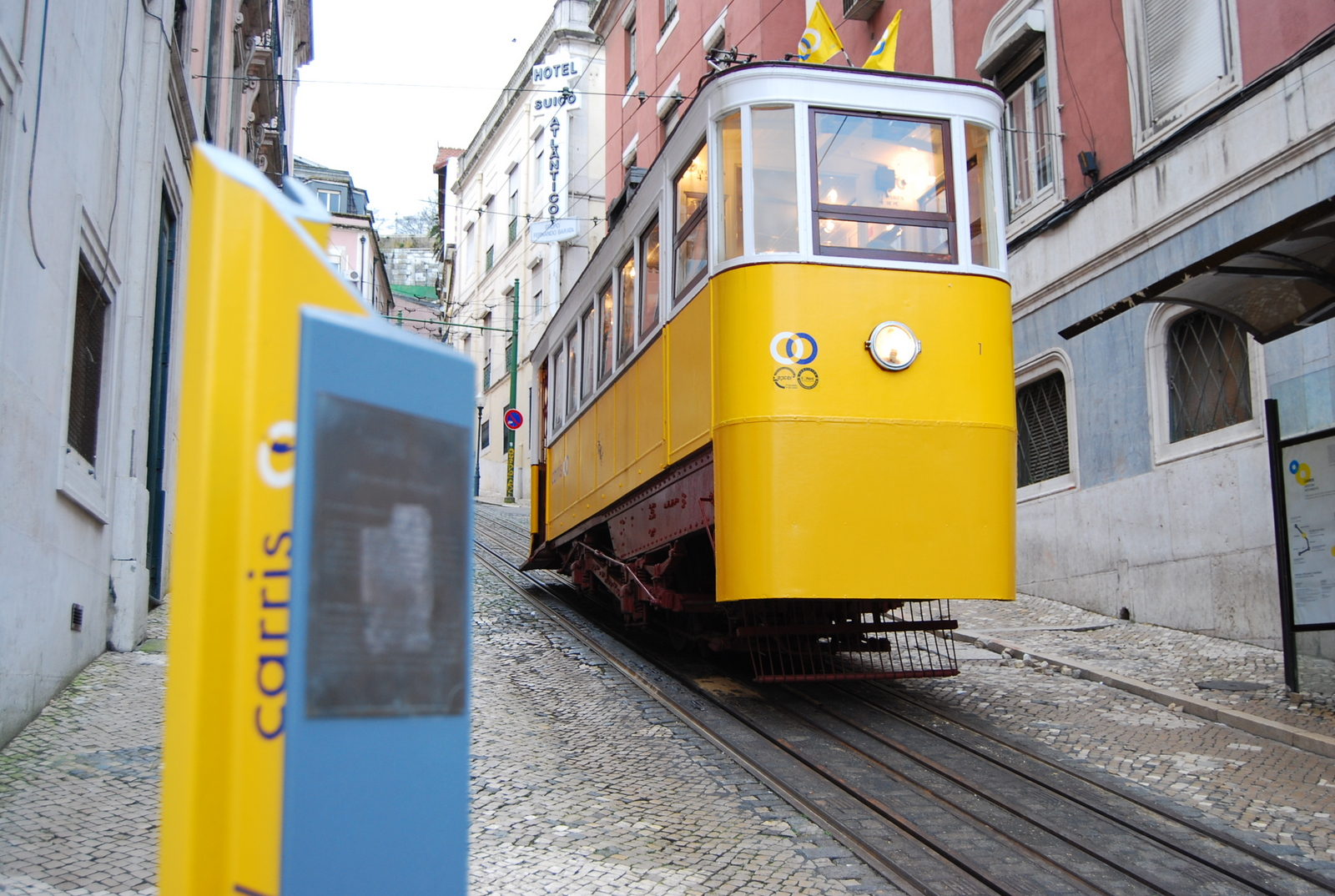 Glória Funicular at it's base station in Restauradores, Lisboa, Portugal